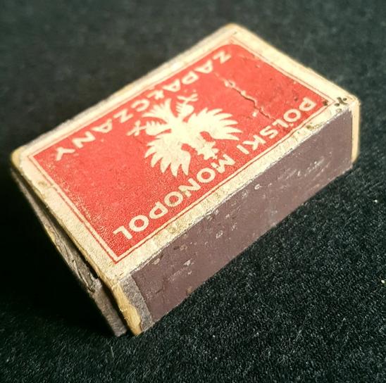 Polnische Zündhölzer mit dem Staatwappen als Monopolzeichen