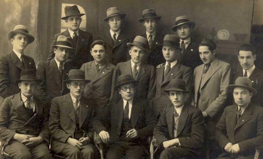 Bachurim seiner Jeschiwa am Purim des Jahres 1936